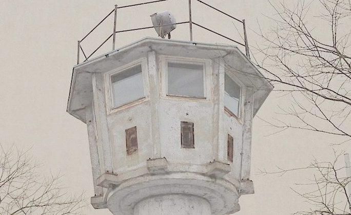 Berlin-Wall-Guard-Tower