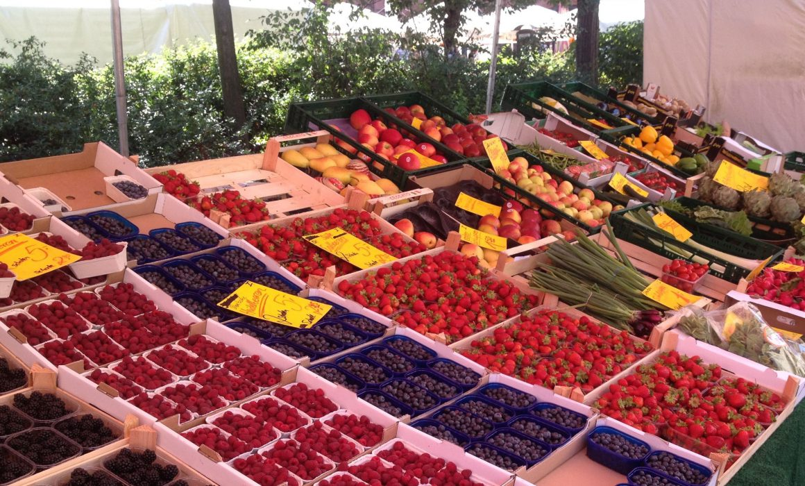 Berries at the Berlin Hackecher Markt weekly market